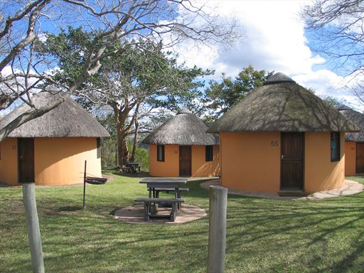 hluhluwe-2-bed-rondavels-