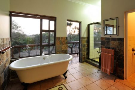 hluhluwe river lodge bath